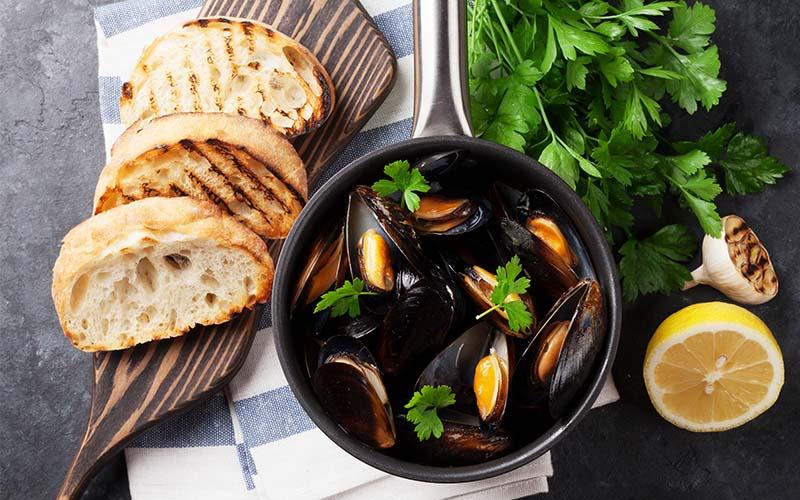 mussels-bread